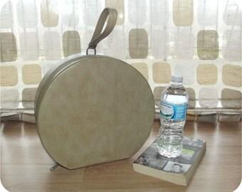 Vintage 60s Tan Round Box Purse Travel Overnight Bag Retro MOD Hard Shell Train Case Carry On Luggage