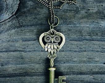 ORIGINAL Vintage Owl Key Necklace - Bronze -