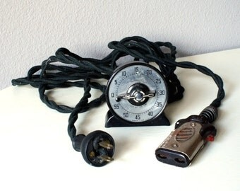 Vintage 1940s Bakelite Timer, Fabric Covered Electrical Cord