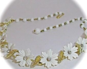Vintage 50s 60s WHITE FLOWER Rhinestone Center Gold Leaf Choker