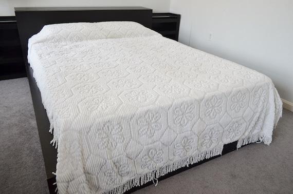 Vintage White Chenille Bedspread Floral Octagon Pattern Fringe
