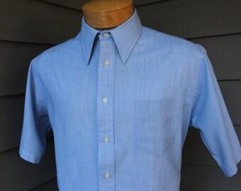 vintage 1970's -Gant 'Classic'- Men's short sleeve shirt. Blue chambray w/ straight collar. Large 16 1/2
