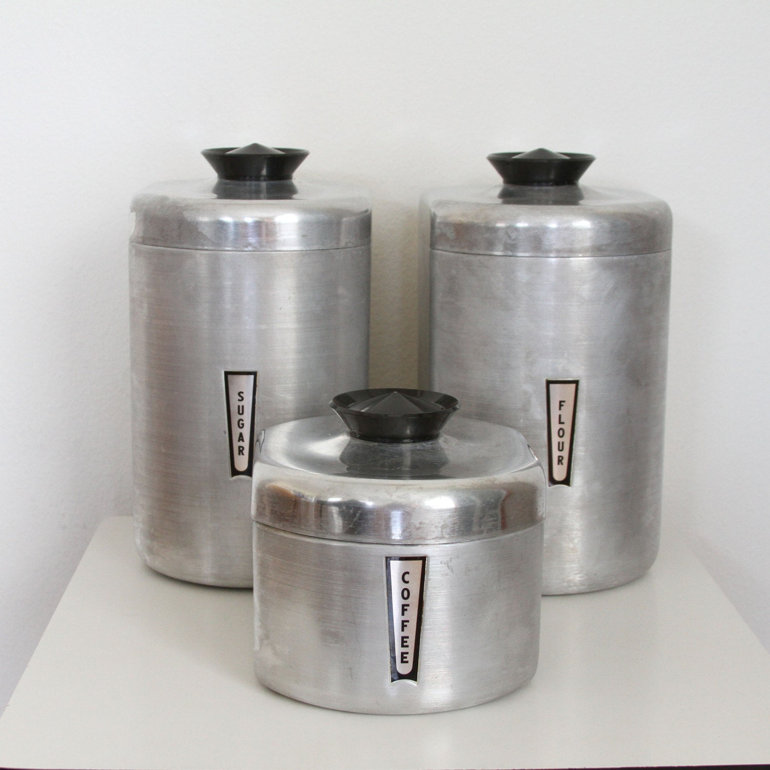 Aluminum kitchen canister set lidded canisters flour sugar for Kitchen set aluminium royal