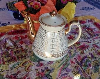 Vintage Hall 6 cup 07.8 TEAPOT-  Basket Weave White Ivory & Gold - MidCentruy