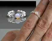 SALE 40% OFF: Sterling open heart knuckle ring with vintage pinfire opal. Silver filigree midi ring with vintage glass pinfire opal.