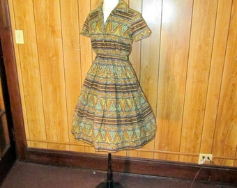 On Sale-Adorable 1940's FULL Skirted DAY Dress
