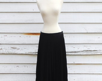 Womens Pleated skirt, Size medium, Large pleated skirt