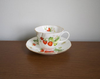 Vintage Strawberry Teacup Queen's Virginia Strawberry