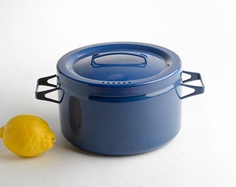 Finel pot with lid dark blue – Seppo Mallat Arabia Finland stock pot – Mid-Century Scandinavian enamelware