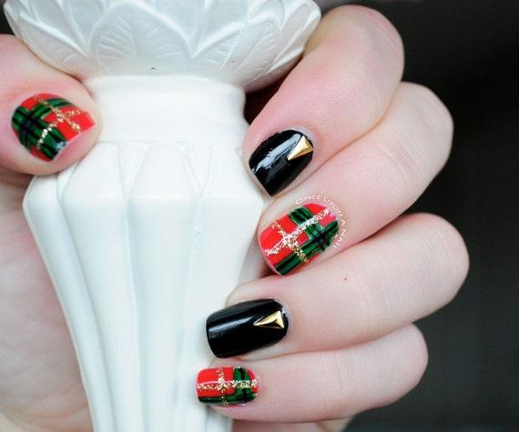 Hand Painted Christmas Nail Art: Christmas Plaid Hand Painted Fake Nails