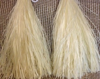 "Tahitian And Cook Island Costume I'is Or Hand Tassels. Measures Approximately 15"" White Hand Tassel Or Any Dyed Color I'is Or Hand Tassels.."