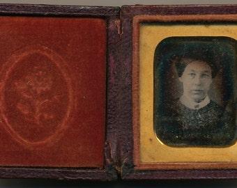 Sixteenth-plate daguerreotype  of a woman