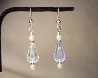 Clear Crystal Earrings, Faceted Crystal earrings, White Pearl Earrings, Teardrop Earrings, Faceted Glass Earrings, White Pearl