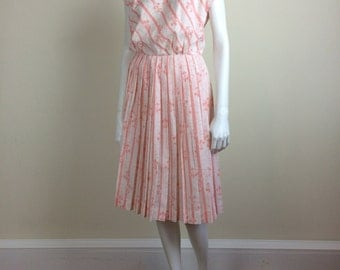 fleur-di-lis stripe print day dress w/ cap sleeves & pleated skirt 60's