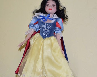 Vintage Porcelain Snow white Doll, Disney Princess
