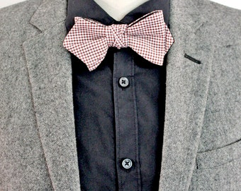 Bow tie knotted gingham black / red / white.
