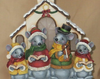 Church mouse family choir with mom, dad, and 2 kids with flcikering lights