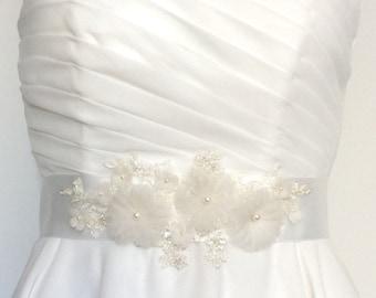 wedding sash, bridal sash, floral wedding sash, sash belt, silk flower, silk flower belt, silk flower sash, lace sash,lace bridal belt