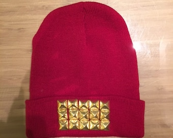 Long knit red beanie with gold pyramid studs