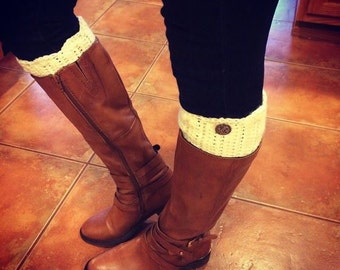 Boot Cuff with Scalloped Edging / Button