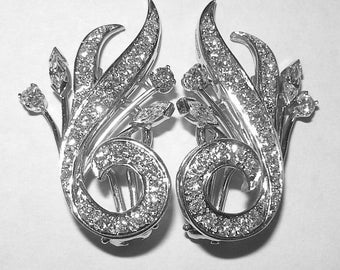 Gorgeous Retro Platinum and Diamond Earrings 1.25 Carats T.W.