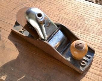 Vintage planer, vintage tool, rusty iron, rusty tool, planer, wood planer, Darex planer 110, antique tool, vintage wood tool, old iron tool