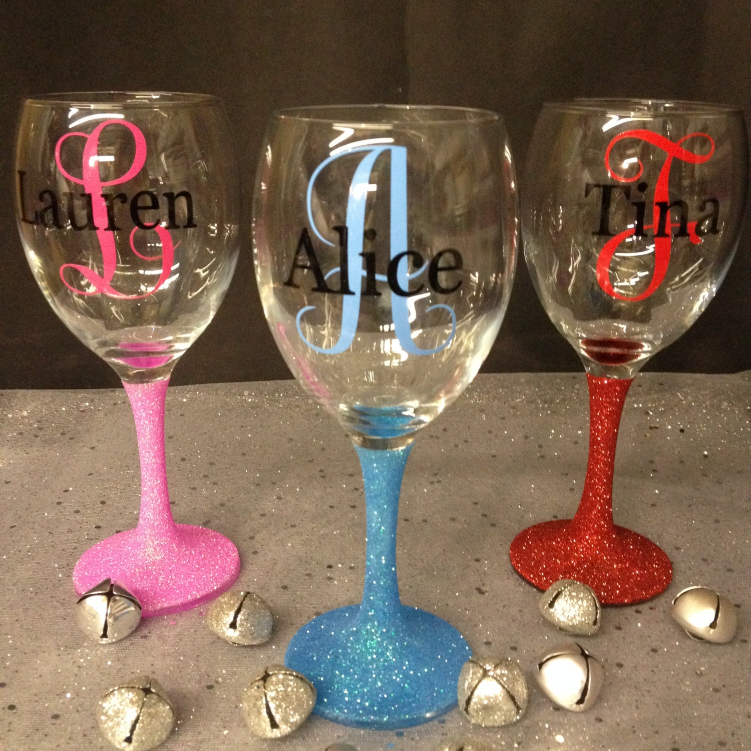 Monogram personalised glitter wine glass by allthatglittersne How to make wine glasses sparkle