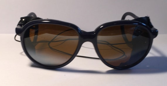 Round sunglasses with leather side shields - Morgan Freeman.