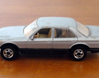 Mattel Hot Wheels Mercedes 380 SEL