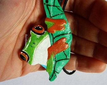 Long necklace frog resin
