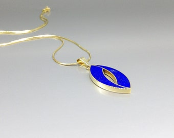 Pendant with Lapis Lazuli and 18K gold - inlay work - symbolizing eternity and elegance - gift Christmas - gold and blue - genuine gemstone