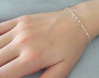 Tiny silver Triangle Bracelet, Dainty Triangle Bracelet, Sterling silver chain, triangle charm bracelet