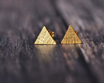 18K yellow vermeil tiny triangle crosshatched stud earrings