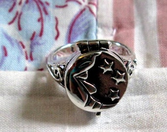 RING - DETAILED  -  Crescent MOON - Stars - Filigree - Poison - Opens - 925 - Sterling Silver -- Vintage - 7  misc267
