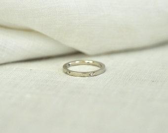 Slanted Pave Ring Diamond Single