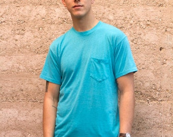 vintage men's POCKET turquoise t-shirt 90s COTTON made in usa