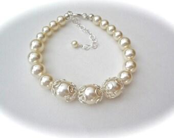 Pearl bracelet - Swarovski pearls ~ LACEY bead caps ~ Brides bracelet ~ Wedding bracelet ~ Bridesmaids gift ~  Extender ~ Classic ~ Gift