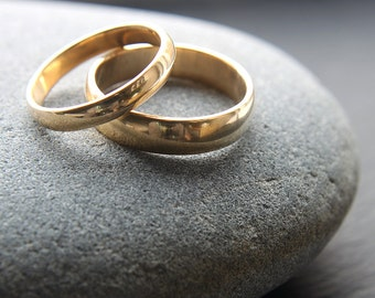 3mm + 5mm wedding band set in recycled 18ct yellow gold, D-shape profile, shiny finish - made to order
