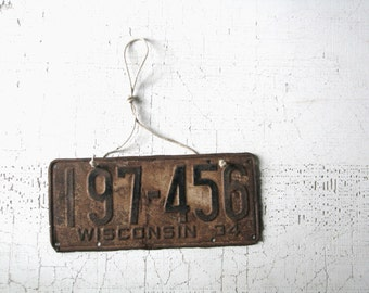 license plate -- vintage -- metal -- industrial decor -- man cave decor -- wisconsin -- 1930's -- black -- white