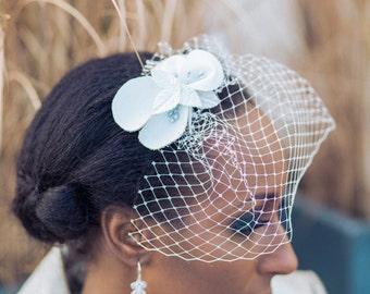 voilette dahlia accessoire de coiffure de mariage fleur de cuir sautoir et poudrier - Bibi Mariage Voilette