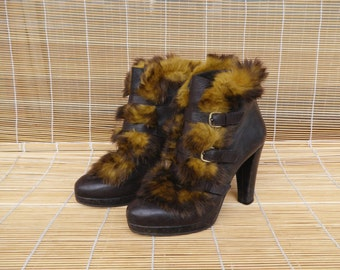Vintage Lady's Brown Leather Ankle Boots With Fur Decoration  Size EUR 37 / US Woman 6 1/2