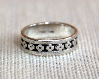 Vintage Sterling Silver Floral Pattern Ring