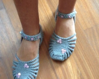 Crochet slippers,woman house slippers,crocher shoes,home clothing,friend gift,size 7-8-9