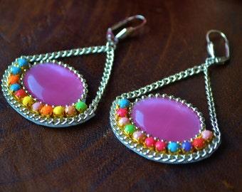 Boucles d'oreilles cabochon rose et strass multicolores