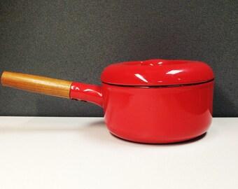 Red 2-qt vintage Enameled Saucepan