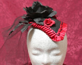 Fashionable Fascinator in black and Red