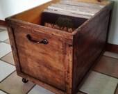 articles similaires lp vinyl record de rangement en bois bo te caisse avec roues sur etsy. Black Bedroom Furniture Sets. Home Design Ideas