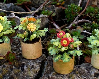 Pots with gerbera plant, hand-made in various colors 1/12 scale