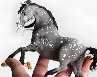 Horse figurine,grey horse,Horse statuette,horse sculpture,animal