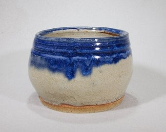 Small cream and deep blue cachepot